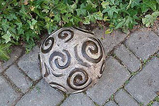 Dekorácie - špirály - keramická záhradná guľa - 7893784_