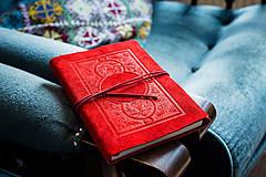 Papiernictvo - Kožený zápisník A5 - záhrada červený - 7903183_