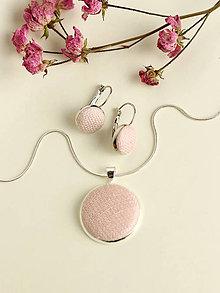 Sady šperkov - Set - jemne púdrové náušnice s príveskom a retiazkou - 7899582_
