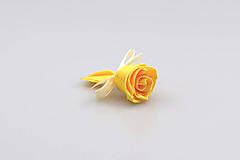 Pierko žlté ruža (žlto-krémové)