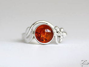 Prstene - Strieborný prsteň s jantárom - Medulienka - 7905811_