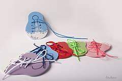 Hračky - Šnurovacia drevená topánočka - na jemnú motoriku a učenie sa mašličiek - 7904722_