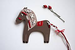 Hračky - Prevliekacia hračka koník biely (hnedy) - 7904892_