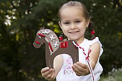 Hračky - Prevliekacia hračka koník biely (hnedy) - 7904925_