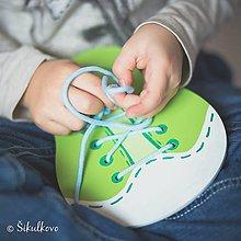 Hračky - Šnurovacia drevená topánočka -  na jemnú motoriku a učenie sa mašličiek - 7904959_
