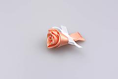 Pierko broskyňové ruža (broskyňovo-biele)