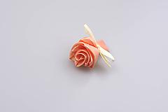 Pierko broskyňové ruža (broskyňovo-krémové)