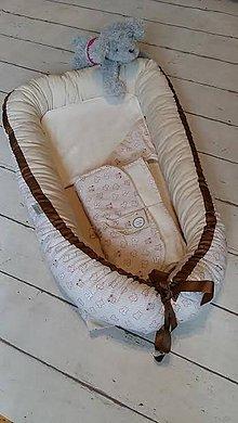 Textil -  HNIEZDO s doplkami -  malý medvedík s červeným  srdiečkom  v smotanovo-žltom - 7910824_