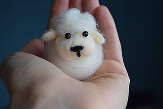Dekorácie - Okatá ovečka z plsti - 7908711_