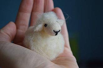 Dekorácie - Ovečka z ovčej vlny - 7908764_