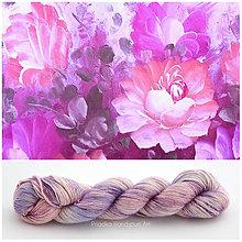 Galantéria - PAINTED FLOWERS variegated - ručne farbená vlna merino/hodváb 50/50 - 7910916_