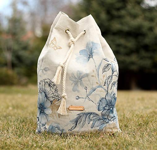 Batohy - Ručne maľovaný ľanový batoh s modrými kvetmi