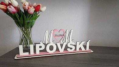 Darčeky pre svadobčanov - Iniciály spojené srdiečkom nad SPOLOČNÝM priezviskom - 7912734_