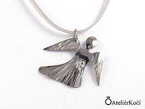 Náhrdelníky - Andílek na krk s čirým kamínkem - 7914690_