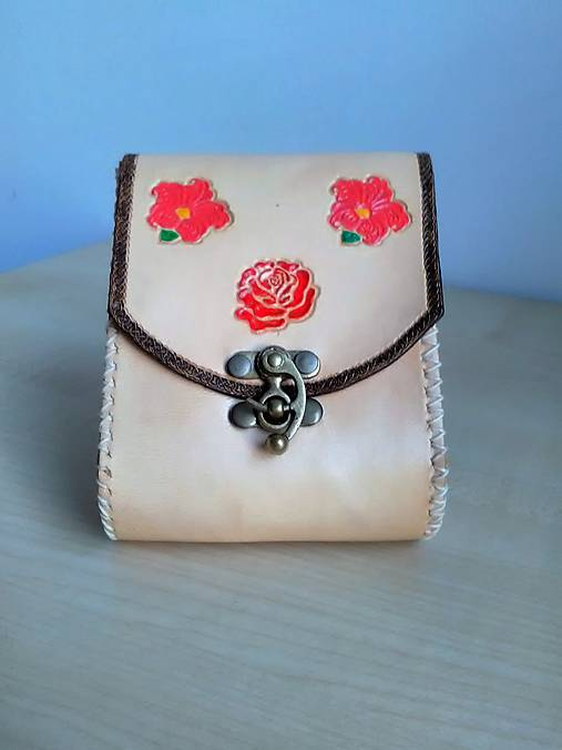 Kapsička z kože na opasok kvetinová