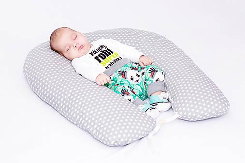 Vankúš na dojčenie a polohovanie bábätka