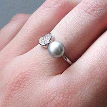 Prstene - Elegant Silver Heart& Freshwater Pearl Ring / Strieborný prsteň so zirkónovým srdcom a pravou sladkovodnou perlou - 7919905_