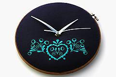 Hodiny - Tajný šuhaj, ručne vyšívané nástenné hodiny - 7918311_