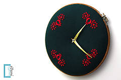 Hodiny - Opustená, ručne vyšívané nástenné hodiny - 7918332_
