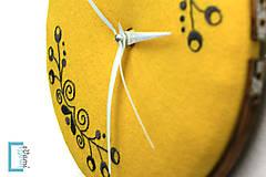 Hodiny - Túženie, ručne vyšívané nástenné hodiny - 7918359_