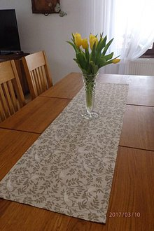 Úžitkový textil - biely vtáčik na ľanovom obruse - 7918091_