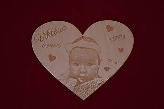 Obrázky - Drevený gravirovany obrazok na pamiatku pri narodeni 2 - 7917527_