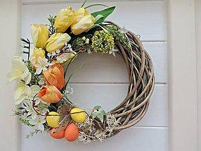 Dekorácie - Veľkonočný veniec s tulipánmi - 7923079_