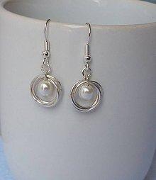 Náušnice - Krúžky s bielou perličkou - 7922519_