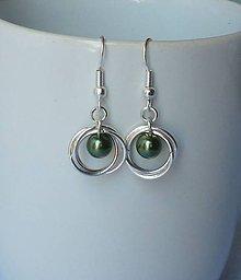 Náušnice - Krúžky s olivovozelenou perličkou - 7922541_