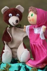 Rozprávka. Maška a Medveď. Bábkové divadlo.