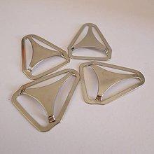 Galantéria - Kovový trojuholník na zadnú stranu trakov - 7924491_