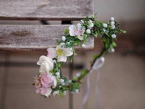 Ozdoby do vlasov - květinový věneček s růžemi a nevěst.závojem - 7921260_