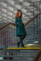 Šaty - Zavinovací šaty MONA, smaragdová zelená - 7930017_