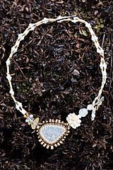 Náhrdelníky - Bielo-zlatý náhrdelník - 7927220_