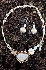 Náhrdelníky - Bielo-zlatý náhrdelník - 7927231_