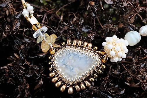 Bielo-zlatý náhrdelník