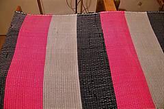 - Tkaný koberec čierno-červeno-sivý - 7930149_