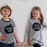 detské tabuľkové šaty