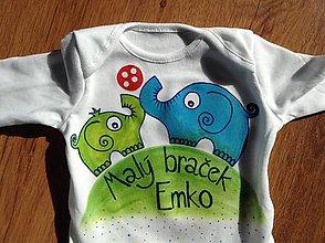 Detské oblečenie - Originálne maľované tričká so sloníkmi hrajúcimi futbal a nápismi Veľký braček a Malý braček (Body s nápisom malý braček) - 7931170_