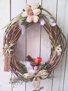 Dekorácie - Zľava...Prírodný veniec na dvere so sliepočkou - 7935810_