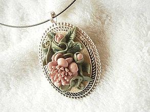 Náhrdelníky - Náhrdelník z polyméru, kvitnúca spomienka - 7934506_