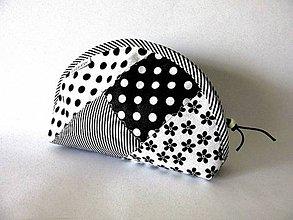 Taštičky - Kozmetická taštička patchwork čiernobiela - 7941722_