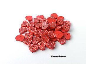 Galantéria - Drevený gombík srdiečko s bodkami - 7942426_