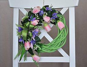 Dekorácie - Veniec s jemne ružovými tulipánmi - 7942370_