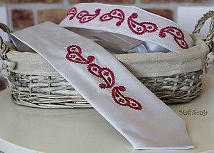 Doplnky - Vyšívaná kravata . červené paisely - 7941635_