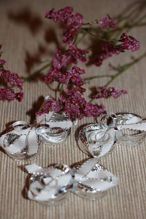 Stříbrné prstýnky- dekorace