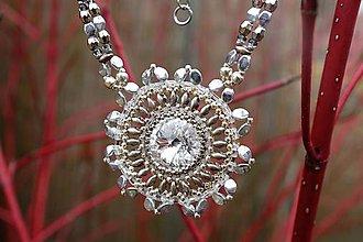 Náhrdelníky - Bielo strieborný náhrdelník so swarovski kryštálom - 7939449_