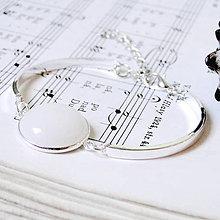 Náramky - White Jade Bracelet in Silver / Elegantný náramok s bielym jadeitom v striebornom prevedení - 7945578_