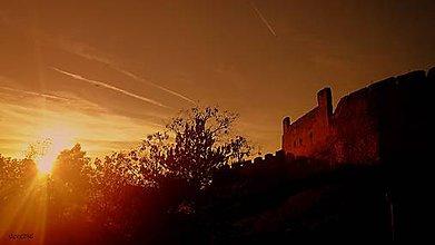 Fotografie - Súmrak nad Beckovom - 7944746_