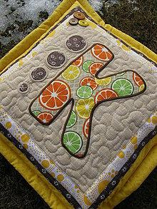 Úžitkový textil - Vankúš s písmenom... - 7944386_